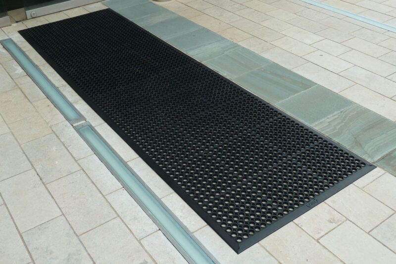 Full Rubber Outdoor Honeycomb Mat